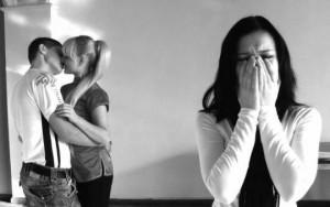 Jalousi er en af de mest dræbende følelser for et parforhold. Med den rette anvisning kan den tæmmes og elimineres.